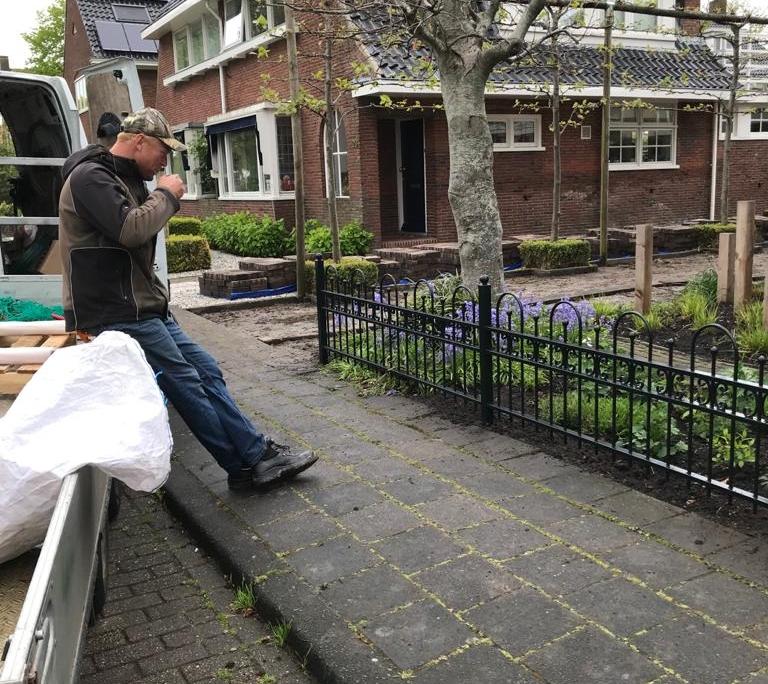Sierhekwerk om tuin